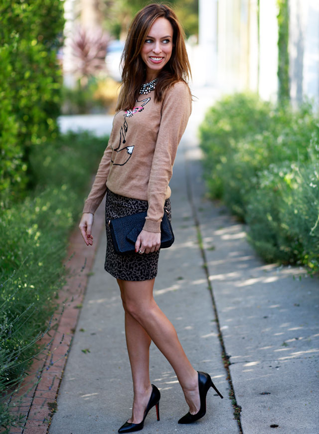 Sydne-Style-how-to-wear-a-graphic-sweater-with-a-skirt-leopard-christian-louboutin-pigalle-pumps
